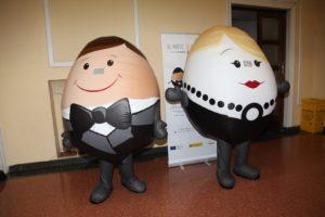 MASCOTAS CAMPAÑA INPROVO-el-huevo-de-etiqueta
